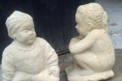 kleine-sich-versteckende-Steinfiguren-1-und-2